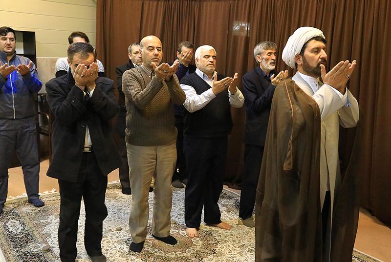برپایی نماز جماعت از اولویتهای بادران است...