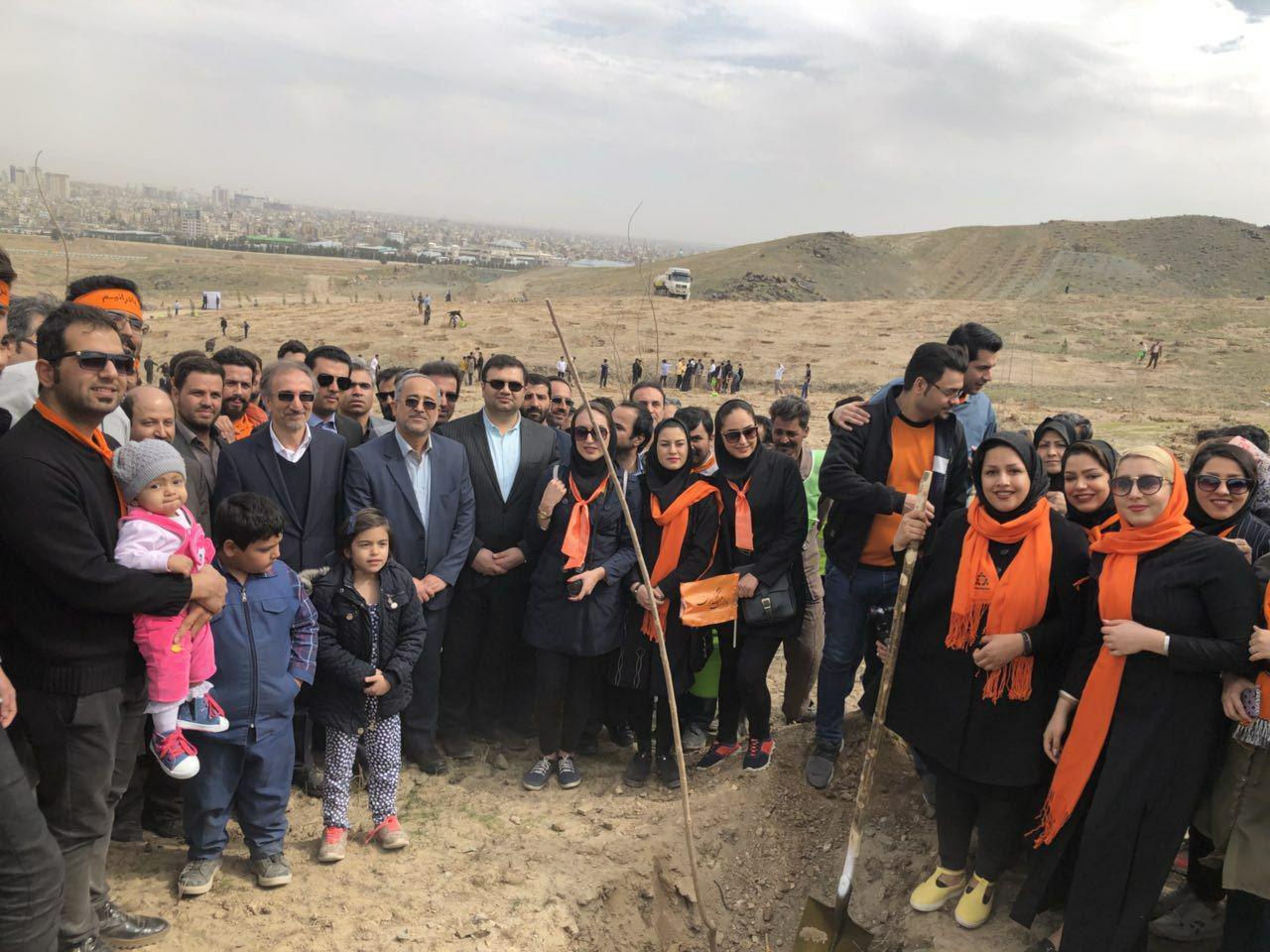 شهردار مشهد روز درختکاری در جمع بادرانی ها