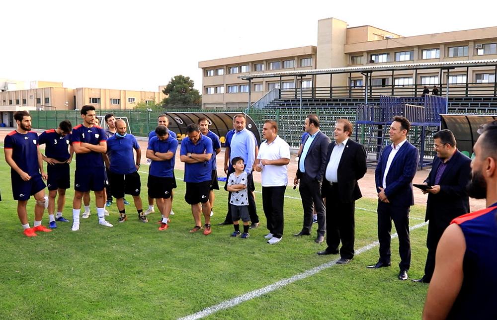 بازدید دکتر قربانیان از تیم فوتبال بادران
